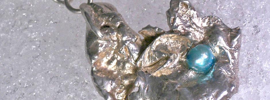 zilveren collier met blauwe parel